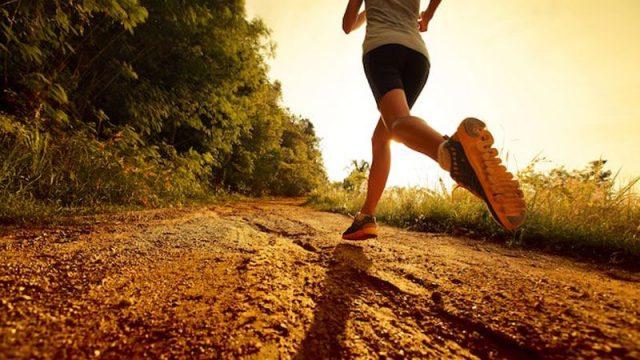 course à pied sur chemin